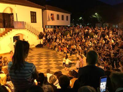 Predstava pozorišne grupe sa Krita u četvrtak