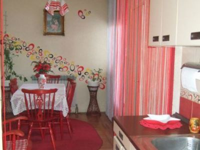 """3 apartmana i 5 studija """"Mira i Jelena"""""""