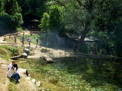Sesalačka pećina i izvor reke Moravice