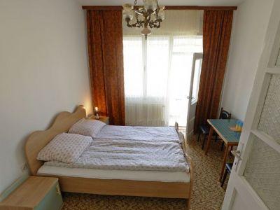 Trokrevetna soba I kategorije sa terasom.jpg