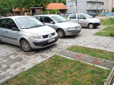 _kuca-2-parking.jpg