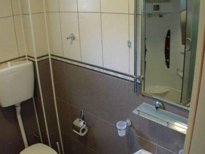 Apartman 3 kupatilo.jpg