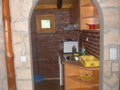 kuhinja u etno brvnari