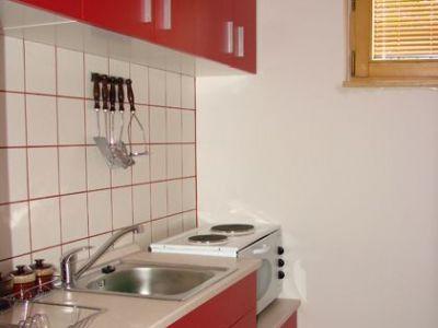 kuhinja u apartmanu.jpg