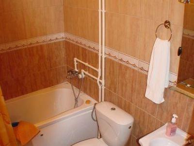 1 narandzasti apartman kupatilo.jpg