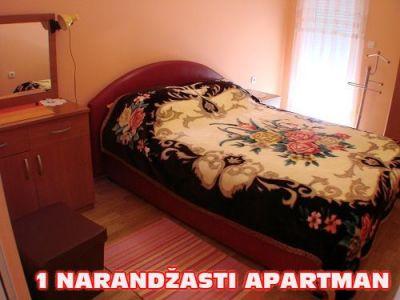 1 narandzasti apartman spavaca soba.jpg