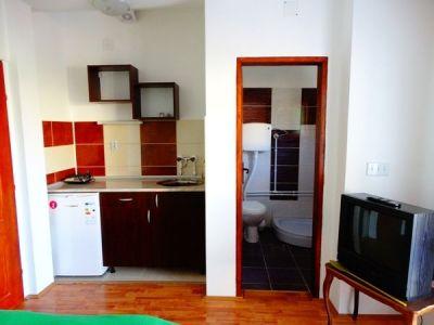 studio na prvom spratu 4 kuhinja